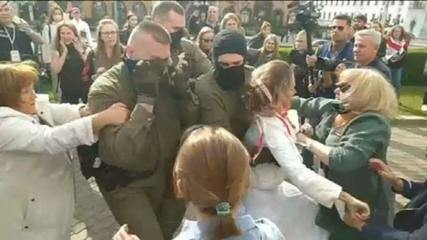 Mulheres lideram protestos contra presidente de Belarus