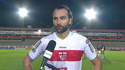 """Léo Gamalho fala sobre a derrota do CRB contra o Paraná: """"Não trabalhamos para chegar aqui e perder"""""""