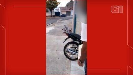 Funcionário de drogaria de Itu é filmado jogando água em homem