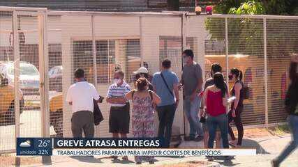 Filas se formaram nos centros de distribuição de encomendas durante a greve; veja