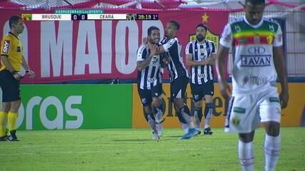 Gol do Ceará! Ricardinho manda para Sobral que toca para Carvalho que chuta de primeira e abre o placar, aos 39 do 1º tempo