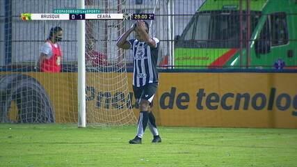 Sobis briga com a marcação, cabeceia para Sobral que fica na cara do gol e perde, aos 28 do 2º tempo