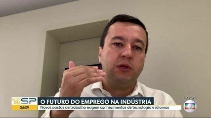 Novos empregos na indústria exigem conhecimentos de tecnologia e idiomas