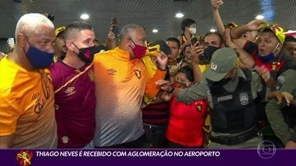 Thiago Neves chega ao Sport e é abraçado pela torcida, que busca camisas do craque