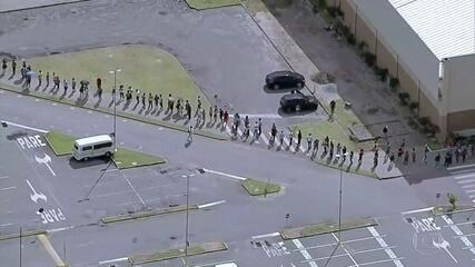 Brasileiros enfrentam fila para sacar auxílio emergencial ou FGTS emergencial