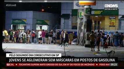 Jovens se aglomeram sem máscara em posto de gasolina em São Paulo