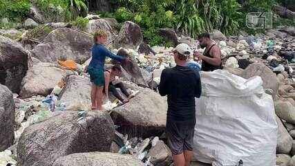 Recicladores da Malásia transformam resíduos plásticos em peças para móveis e mercadorias