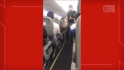 Passageiros fazem vaquinha em voo para ajudar mulher que viajava com filho doente
