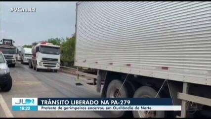 Garimpeiros liberam rodovia PA-279 em Ourilândia do Norte