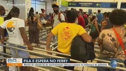 Movimento intenso para embarque de pedestres no ferryboat neste sábado, em Salvador