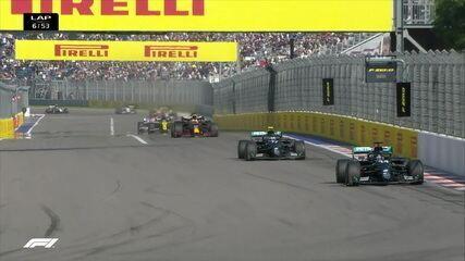 Hamilton segue em primeiro após a relargada na volta 6 do GP da Rússia