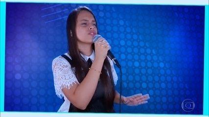 "Natielly Rocha canta ""Girassol"""