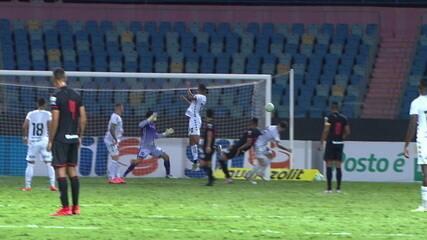 Contra o Botafogo, Nicolas cruza a bola para área, e Junior Brandão escora, aos 45 do 2º tempo.