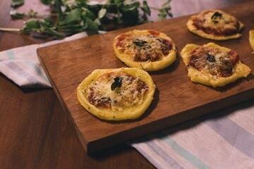 Pizza de mandioca com queijo