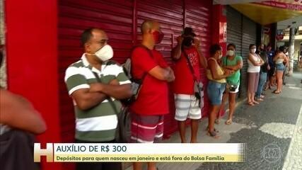 Começa pagamento do auxílio de 300 reais pra quem não faz parte do Bolsa Família