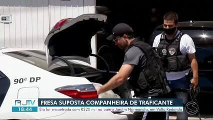 Polícia Civil prende companheira de traficante foragido transportando R$ 20 mil