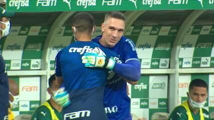 Fernando Prass cumprimenta ex-companheiros de clube