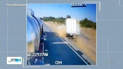 Vídeo flagra quando carro faz ultrapassagem e bate em caminhão, em São Miguel do Araguaia