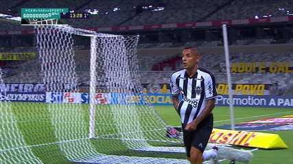 Gol Atlético-MG! Nathan recebe na área e escora para Arana mandar para as redes, aos 13 do 1º tempo
