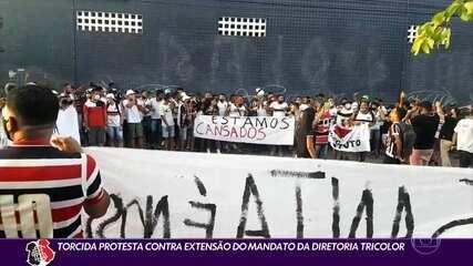 Torcida do Santa Cruz protesta contra extensão de mandato da diretoria