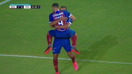 Gol do Bahia! Ernando arranca, dribla Bruno Gomes e cruza para Gilberto chutar e ampliar, aos 31 do 1º tempo