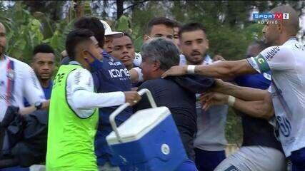 Clima quente no final do jogo entre São Bento e São Caetano