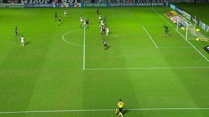 Cano marca, mas o VAR anula o gol, aos 41 do 2ºT