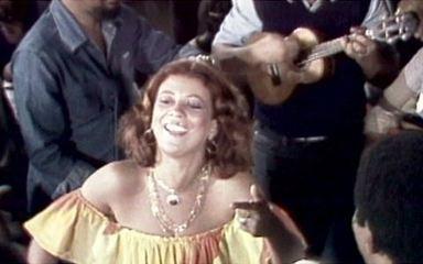 Beth Carvalho faz o Brasil sambar