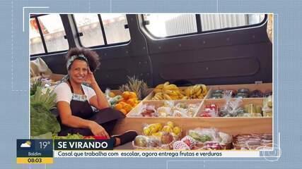 Se virando: Casal que trabalhava com transporte escolar agora entrega frutas e verduras