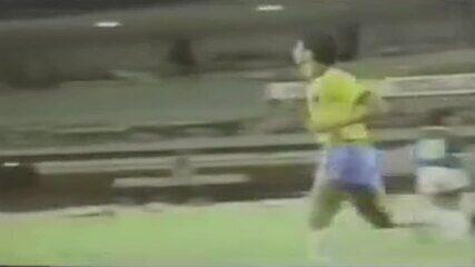 Bebeto marca de cabeça contra a seleção de Alagoas