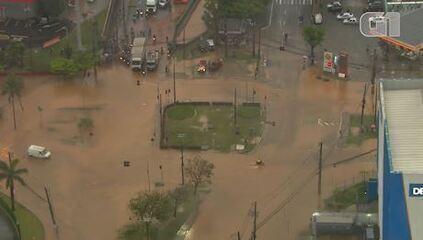 Chuva provoca pontos de alagamentos em São Paulo