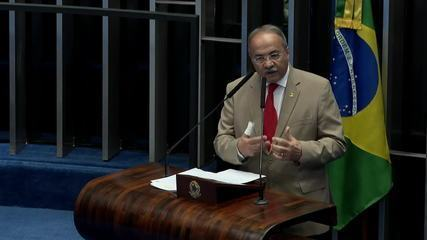 Chico Rodrigues, flagrado com dinheiro na cueca, pede licença do Senado por 121 dias