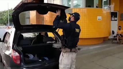 PRF apreende dinheiro escondido em carro