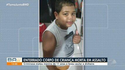 Menino de 11 anos que foi morto durante assalto é enterrado sob forte comoção