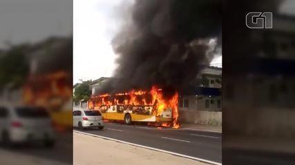 Ônibus pega fogo na av. Almirante Barroso, em Belém