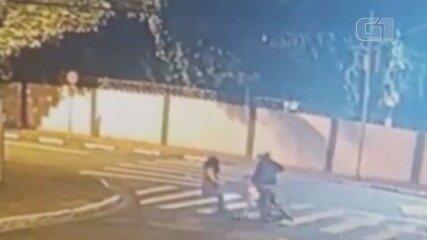 Mulher reage a assalto e briga com criminoso por mochila em Santos