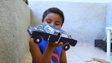 Em Movimento: Família se une para confeccionar carrinhos de papelão