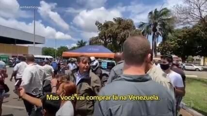 Bolsonaro se irrita ao ser abordado sobre preço alto do arroz