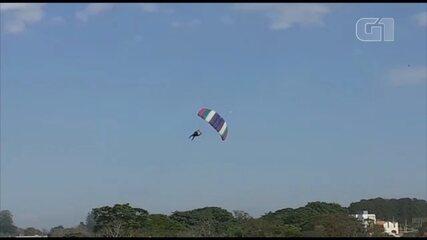 Vídeo mostra momento em que paraquedista cai e bate no chão, no Centro Nacional de Paraquedismo em Boituva