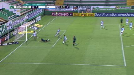 Matheus Mendes! Paulinho Moccelin cruza, Anselmo Ramon dá um peixinho e a bola explode no rosto do goleiro, aos 8 do 2º tempo