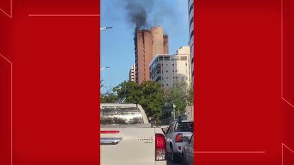 Incêndio atinge hotel na Avenida Abolição, em Fortaleza