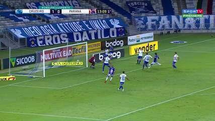 Quase! Marcos faz grande defesa após mais uma finalização de Marcelo Moreno