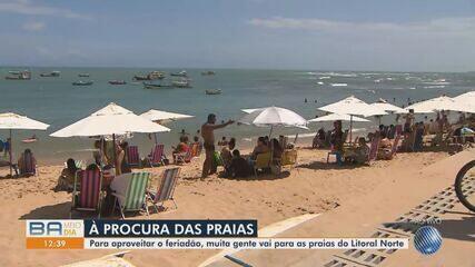Praia do Forte tem grande movimento neste sábado; muita gente descumpre protocolos