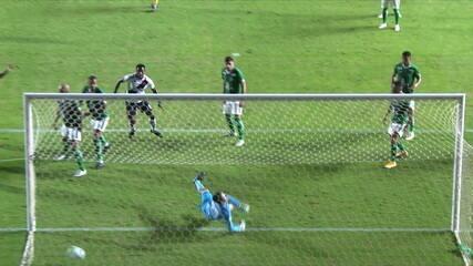 Gol do Vasco! Léo Matos se movimenta bem na área e aparece para cabecear e marcar, aos 16' do 1T