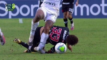 Felipe Melo sofre uma lesão no tornozelo e deixa a partida, aos 34 anos do 2º Q