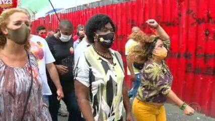 Benedita da Silva (PT) faz campanha no Centro do Rio