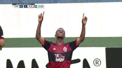 Gol do Flamengo! Max bate escanteio e faz gol olímpico, aos 19 do 1º tempo