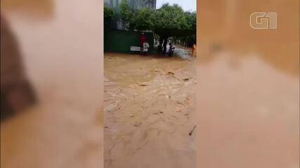 Distrito de Cambuci fica inundado após chuva desta terça-feira (17)