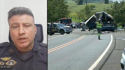 Porta-voz da PM de São Paulo fala sobre resgate às vítimas em acidente entre ônibus e caminhão