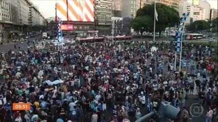 Argentina se despede do ídolo Maradona com comoção nas ruas de Buenos Aires
